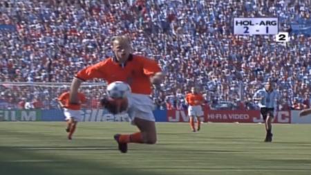 BBC: 'Doelpunt Bergkamp magisch WK-moment'