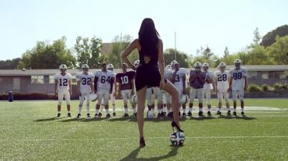 Adriana Lima schittert in WK-reclame voor Kia