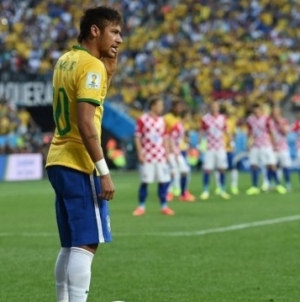 'Neymar wil niet in schaduw Messi voetballen en aast op vertrek'