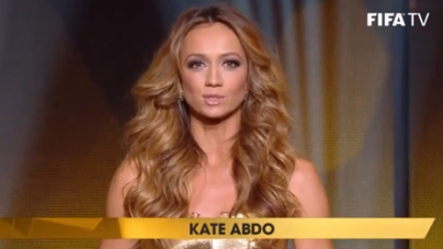 Wie was die knappe presentatrice bij de Gouden Bal?