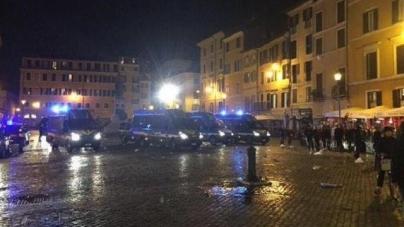 FOTO | Kleine Italiaanse fan uitgebreid gefouilleerd voor betreden stadion