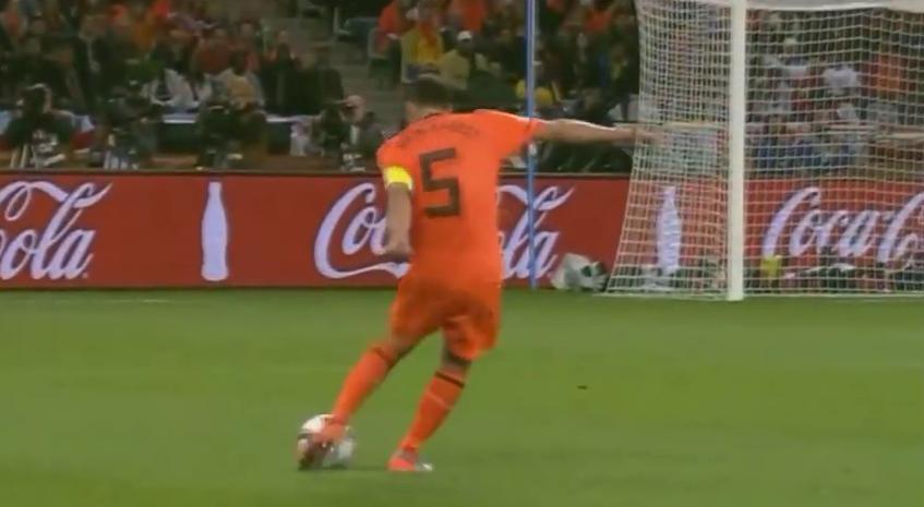 Geweldige goal Van Bronckhorst