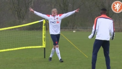 Oranje onder 19 stelt EK-ticket veilig na zege op Zwitserland