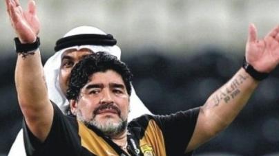 VIDEO | Maradona misdraagt zich weer eens en wordt hotel uitgezet