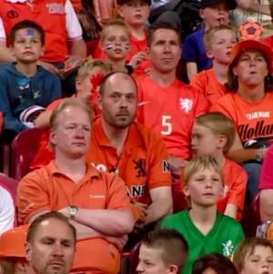 Supportersclub: 'Juist nu achter Oranje staan'