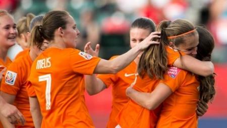 Oranjevrouwen winnen eerste duel tegen Denemarken