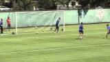 Depay maakt acrobatische omhaal tijdens training