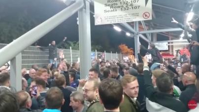 VIDEO | QPR-fans lachen eigen spelers uit: 'We're f*cking shit'
