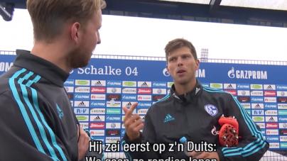 VIDEO | Huntelaar verwelkomt nieuwe Nederlandse ploeggenoot op de training