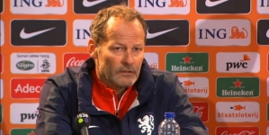 Blind negeert kritiek: 'Nu juist ervaren spelers nodig'
