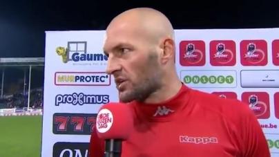 VIDEO | Oud-Ajacied bekogeld tijdens interview