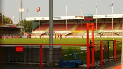 Spits FC Volendam neemt bal mee en krijgt boete