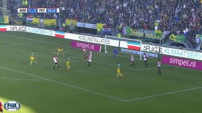 Leedvermaak bij Ajax-fans na eigen doelpunt Van Beek