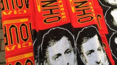 Mourinho-sjaals nu al te koop bij Old Trafford