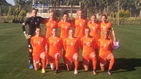 Oranje vrouwen verslaan Denemarken opnieuw